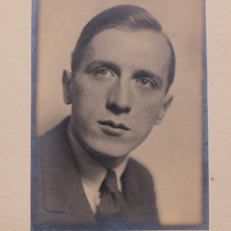 Rhys Davies as a young man: Image 13