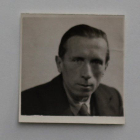 Rhys Davies as a young man: Image 10